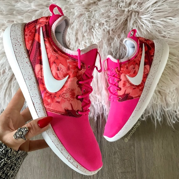 fe585deed24 NWT🌸Nike ID Roshe Two Floral
